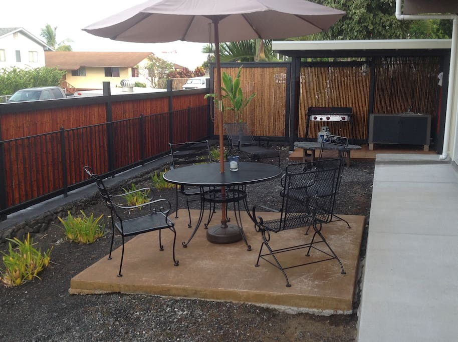 comfortable, private, relaxing, outdoor dining area