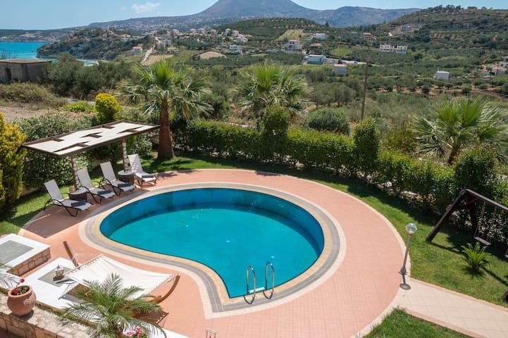 Cozy 2-bedroom villa with pool close to the beach - Almyrida - Villa
