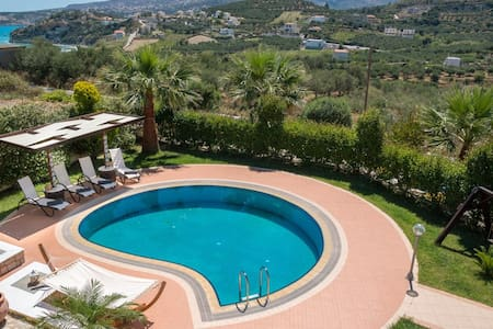 Cozy 2-bedroom villa with pool close to the beach - Almyrida