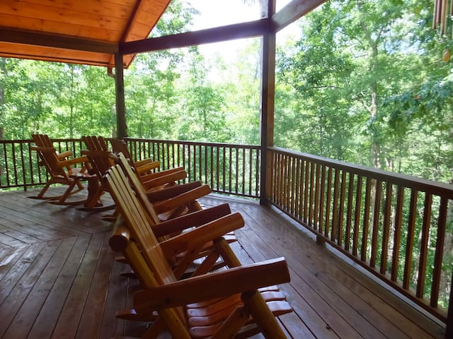 3 Level Cabin Gorgeous Mountain and Lake Views - Ellijay - Huis