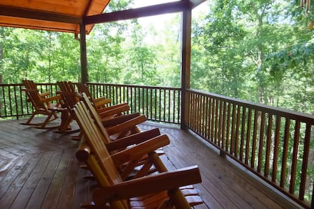 3 Level Cabin Gorgeous Mountain and Lake Views - Ellijay - Casa