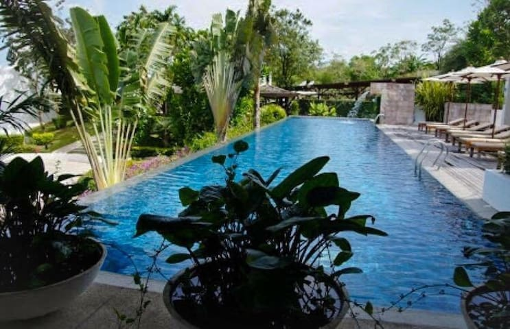 Seafront condo w/pool, picturesque! - Kammala - Byt