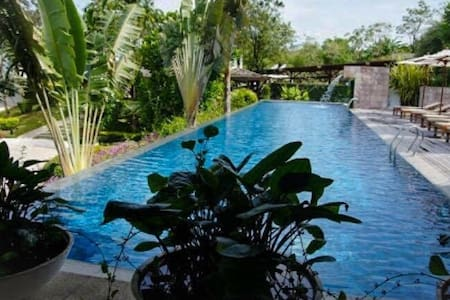 Seafront condo w/pool, picturesque! - Kammala