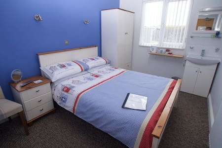 Westward Bed & Breakfast Double/shared toilet 2 - Newquay