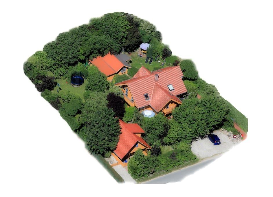 Das Holzhaus  Haupthaus in der Mitte mit ihrem Apartment