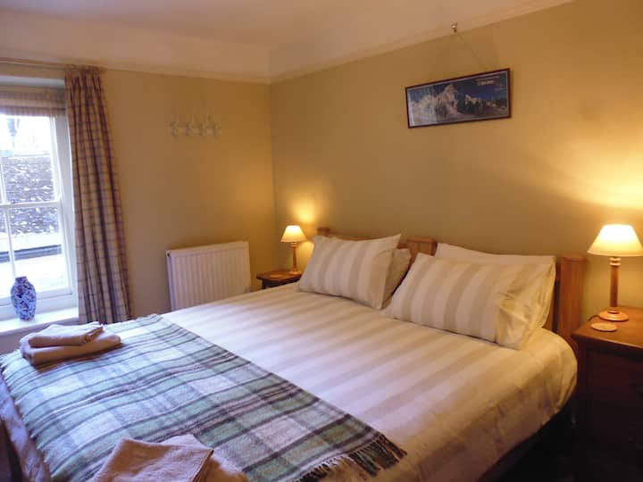 Bridge Cafe B&B double room, private bathroom.