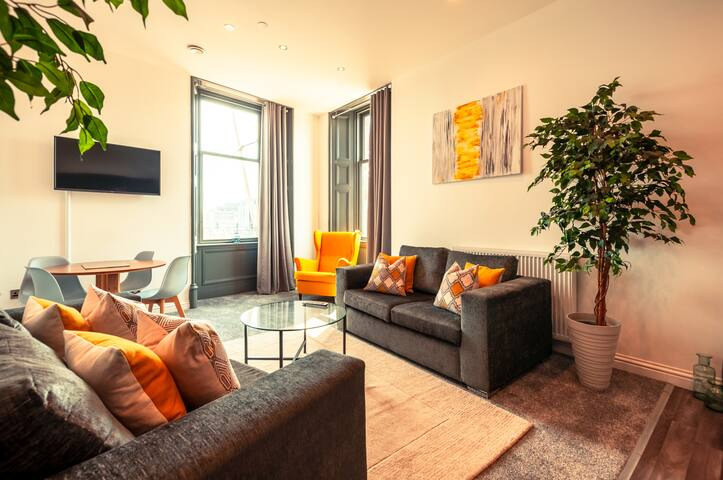 Maritime House - Luxury 2 bed, high spec apartment w/ private parking