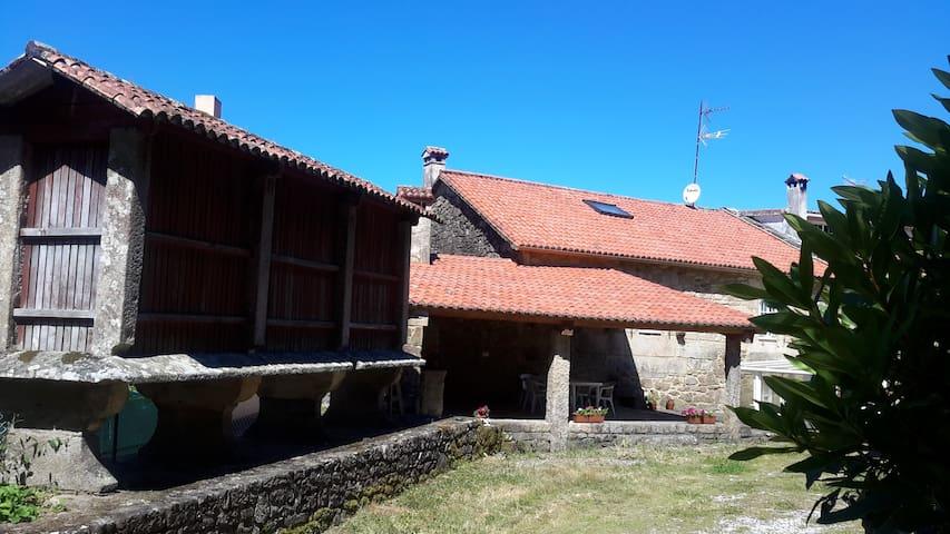 Preciosa casa en entorno rural cerca de Compostela - Framán - Huis