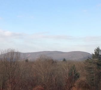 It's All About the View: Lovely Private Apartment - South Hadley