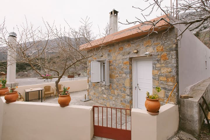 Mesa Potamoi Cottage 10min from Lasithi Plateau - Potami - Дом