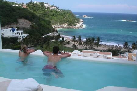 Oceanfront Condo with Private Pool - Bahia de Tangolunda - Apartmen