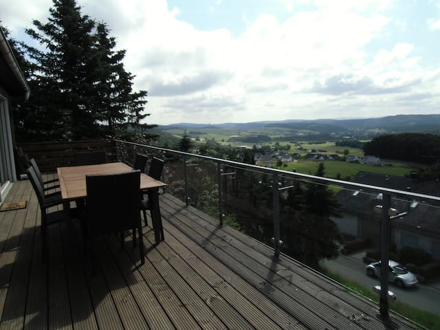Luxurious home with superb views - Medebach - Kabin