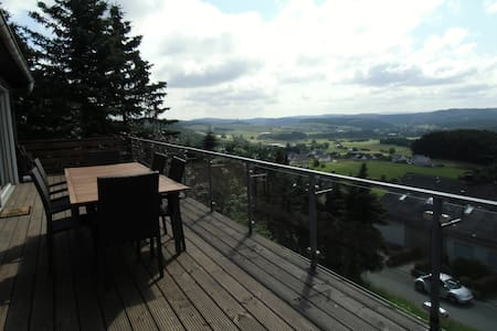 Luxurious home with superb views - Medebach - Chatka