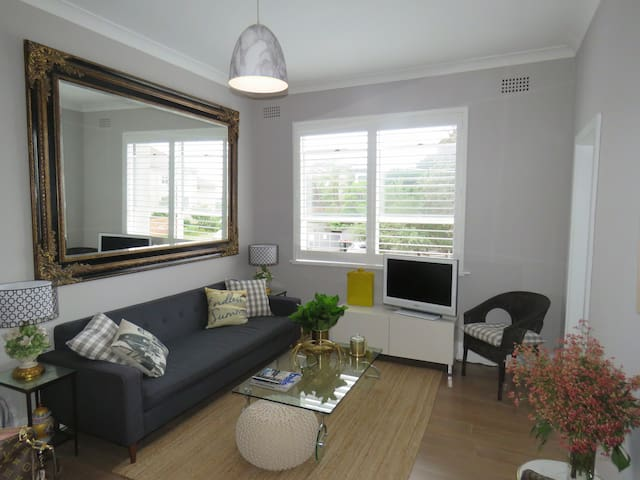 Beautifully Furnished Bondi Beach pad. - Tamarama - Apartamento