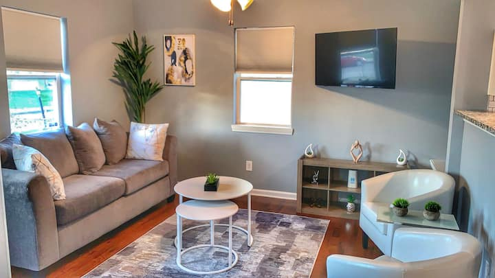 Modern & Cozy 2bd/2ba- Downtown-Fountain Sq. Home