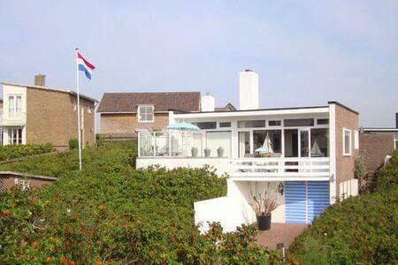Quaint Apartment in Bergen aan Zee by the Seaside