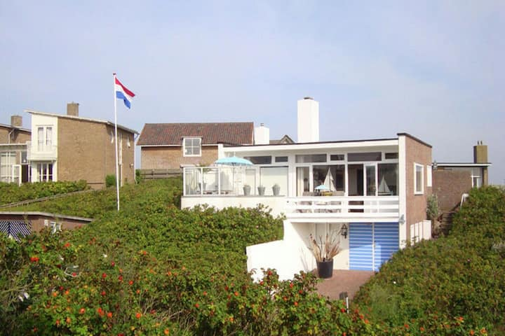 Quaint Apartment in Bergen aan Zee by the Seaside