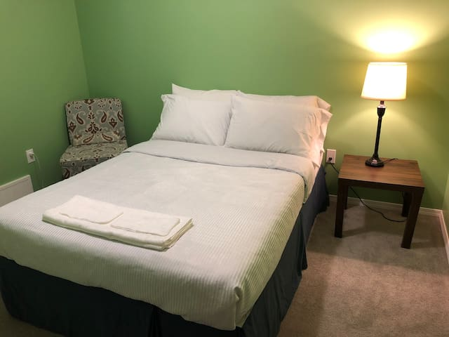 Very comfy room! Near the Casino and Husky.