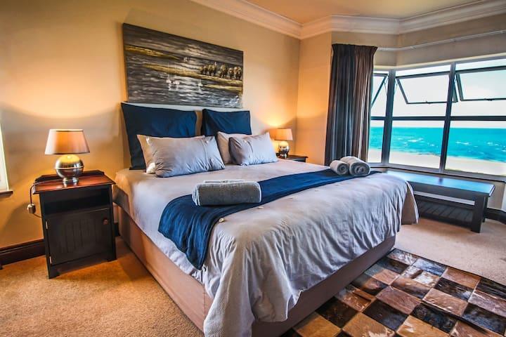 Milkwood 316 Beach Front Apartment - Jeffreys Bay - Huoneisto