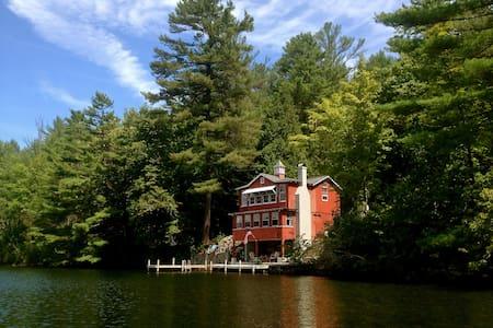 Wonderful Rustic Lakefront Cottage - Fairlee