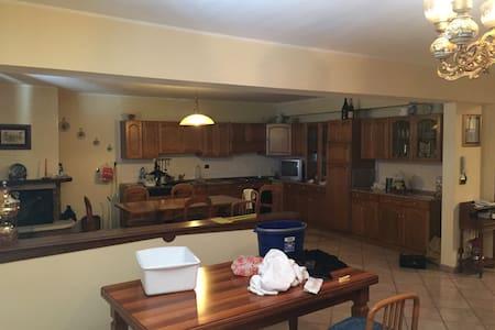 Ampio e confortevole appartamento - L'Aquila - Lägenhet