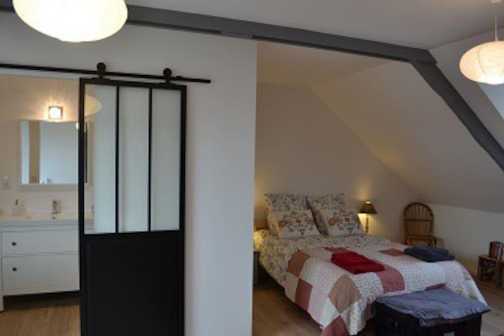 chambre en suite dans grande maison familiale chambres d 39 h tes louer lorient bretagne. Black Bedroom Furniture Sets. Home Design Ideas