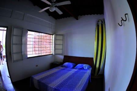 Surf House - Hostal Playa El Tunco - Playa El Tunco