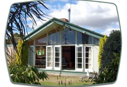 Retro Modern House - Casa