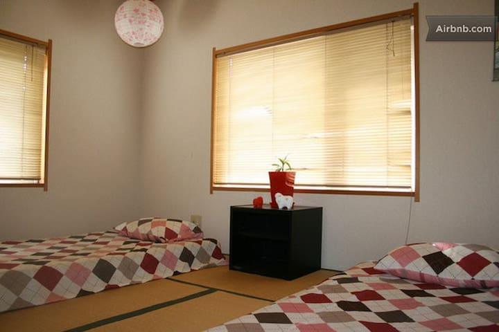 Explore Tohoku - Crane Room - Aomori - Hus