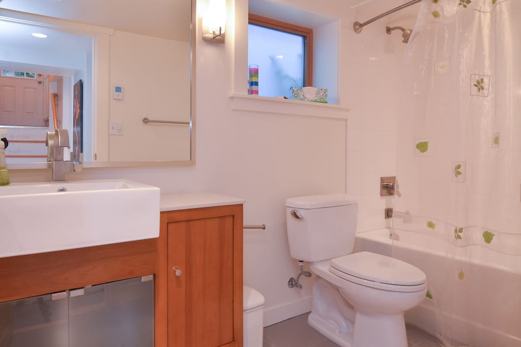Full modern and like-new condition bathroom with heated floors.