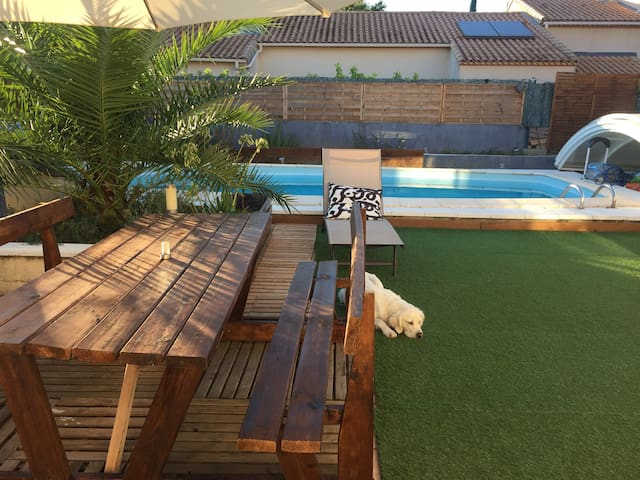 Chambre dans maison chaleureuse avec piscine - Clapiers
