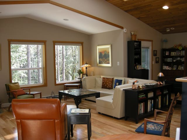 Luxury Apartment in Shawnigan Woods - Shawnigan Lake - Apartment