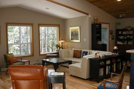 Luxury Apartment in Shawnigan Woods - Shawnigan Lake - Daire