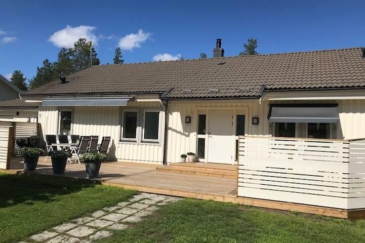 Hemtrevlig villa vid Södra Bergets friluftsområde