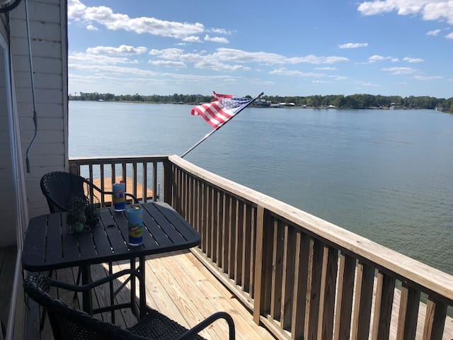Unbelievable Lake House on Neely Henry Waterfront!