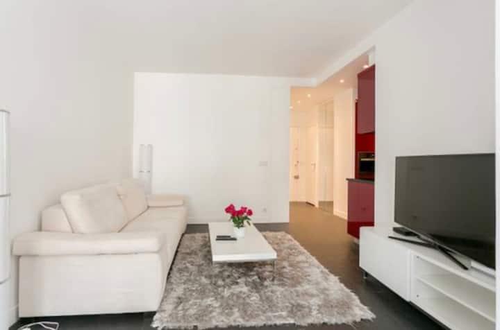 Champs Elysees street apartment