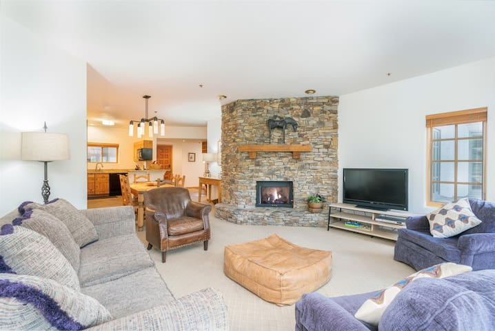 Ideally Located Mountain Village Condo Steps from the Gondola and all that Telluride has to Offer!