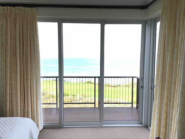 Fynbos, golf course and sea view from the 3rd main en suite bedroom