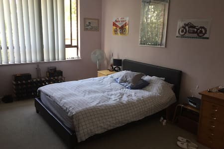 RANDWICK MASTER ROOM - CLEAN AND QUIET W/BATHROOM - Randwick