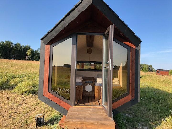 Heated sleeping cabin made of straw panels - TWIN2