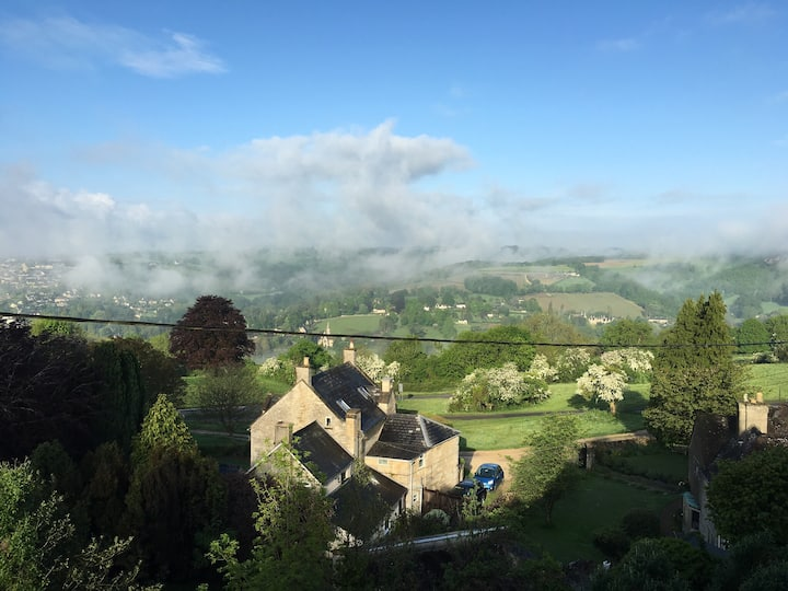 Homely Cotswold escape with stunning views