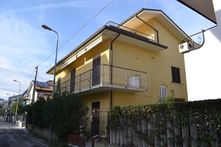 Comodo appartamento con piccolo giardino - Alba Adriatica