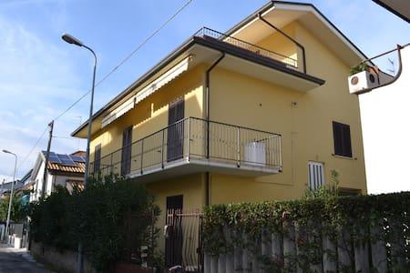 Comodo appartamento con piccolo giardino - Alba Adriatica - Leilighet