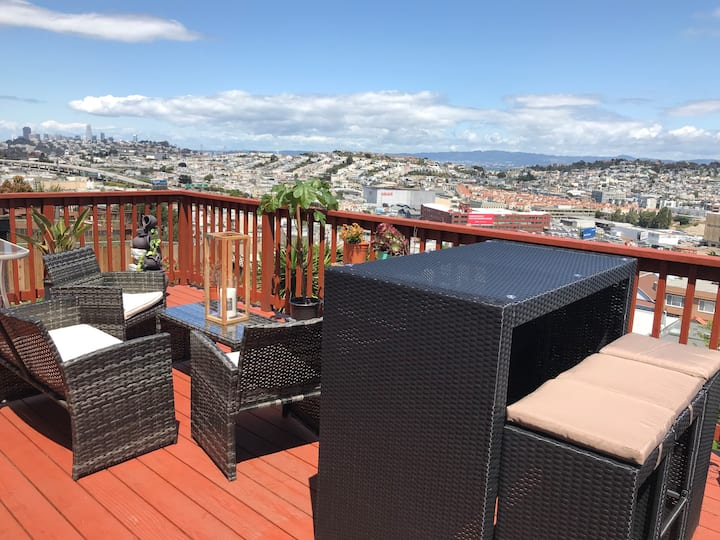 Cozy Private Guest Suite w/ Full Bath & Deck in SF
