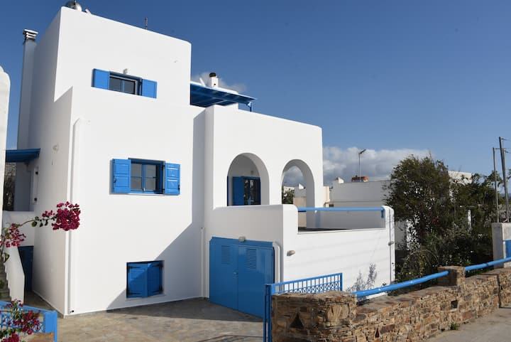 Naxos is the Way Hyper-Ground floor apartment