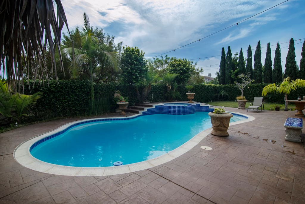 Private Pool, Spa, BBQ and Yard!