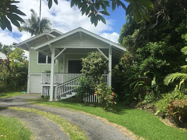 Delightful Plantation Home on Reeds Island - Hilo - Rumah