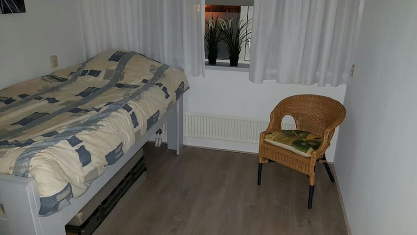 Mooie ruime schone kamers, Schagen! - Schagen - Apartment