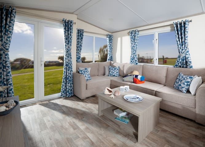 Superior 3 Bed Caravan in Newquay .