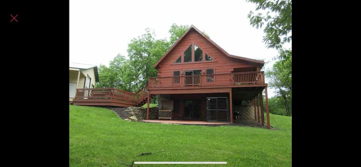 Secluded Log home 10 mins from Prairie and Casino!